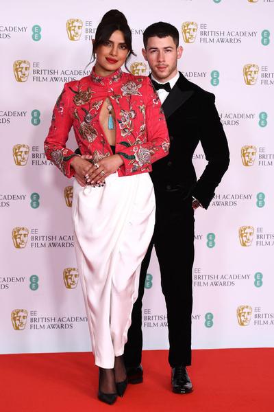 Фото №1 - Что надеть на выпускной: крутые идеи с красной дорожки BAFTA 2021