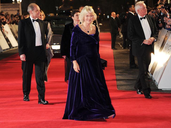 Фото №5 - Как королевские особы одеваются на кинопремьеры: самые роскошные выходы, которые вошли в историю