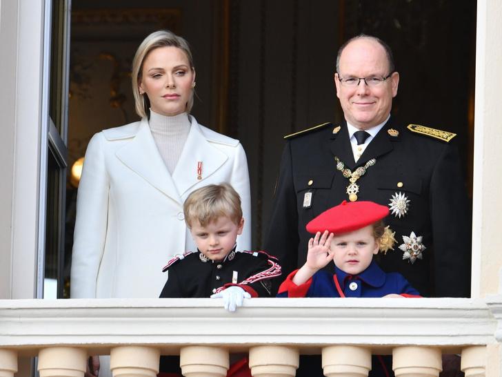Фото №2 - Цена Короны: какая королевская семья обходится подданым дороже всего