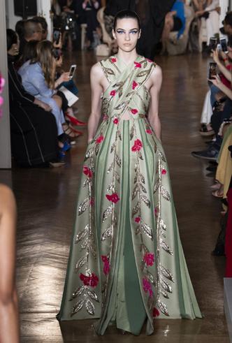 Фото №5 - Прекрасные странности в коллекции Valentino Couture FW18