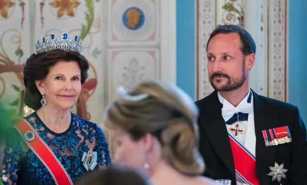 Фото №19 - Забавы королевского двора: самые интересные моменты юбилея Харальда и Сони