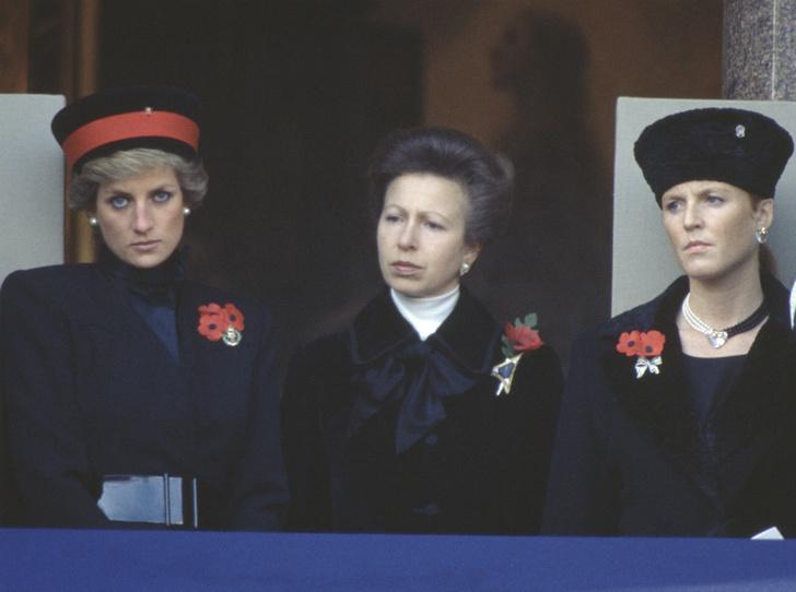 Фото №1 - «Плохие» невестки: из-за чего принцесса Анна невзлюбила Диану и Ферги