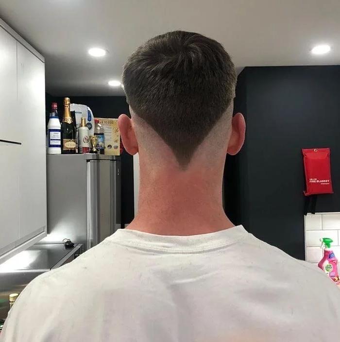 Фото №1 - 20 фотосвидетельств того, что самое страшное, что ты можешь сделать на карантине,— попытаться себя подстричь