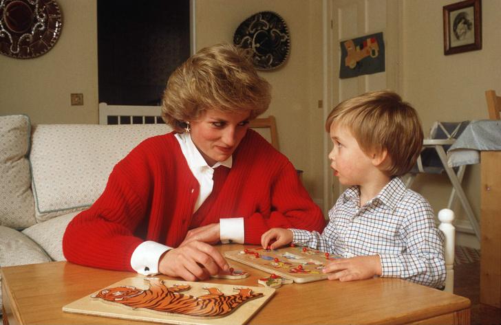 Фото №1 - Методы воспитания леди Дианы, которые переняли Уильям и Кейт Миддлтон— фото