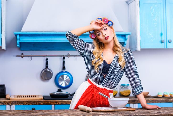 Фото №1 - Надоела фифа, хочу домохозяйку в халате