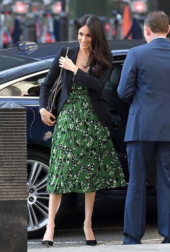 Фото №4 - Новый выход принца Гарри и Меган Маркл (и она повторяется в нарядах)