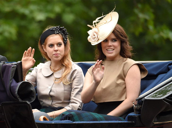 Фото №1 - Принцесса Беатрис покидает Сент-Джеймсский дворец (из-за сестры)