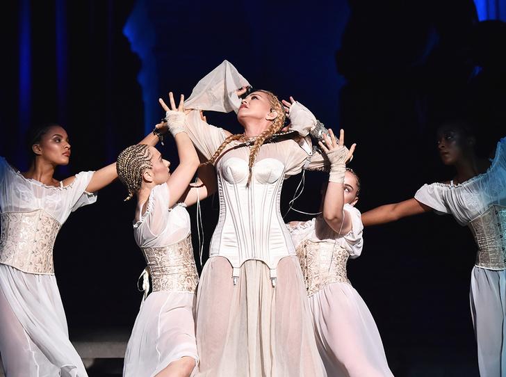 Фото №3 - Мадонна затмила Божественный свет на Met Gala 2018