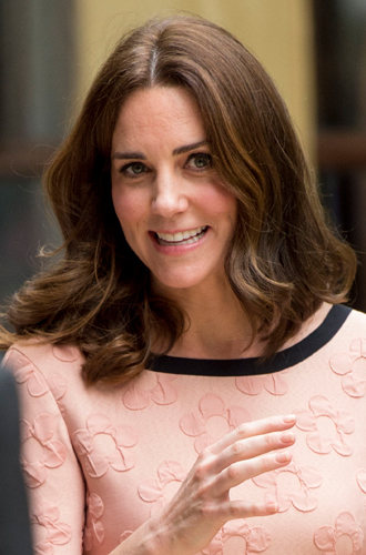 Фото №19 - Без затей: что на голове у беременных принцесс