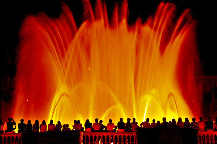 Фото №1 - На горе Монжуик вБарселоне открыли сезон фонтанов