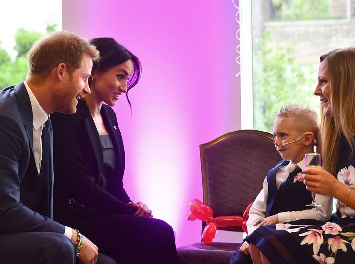 Фото №2 - Что не нравится Меган и Гарри в их королевском статусе