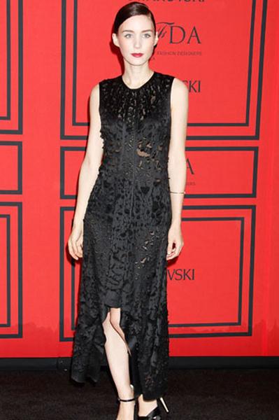 Руни Мара (Rooney Mara) в маленьком черном платье