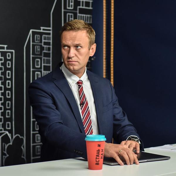 Фото №1 - «Привет, это Навальный»: похудевший оппозиционер вышел на связь из больничной палаты