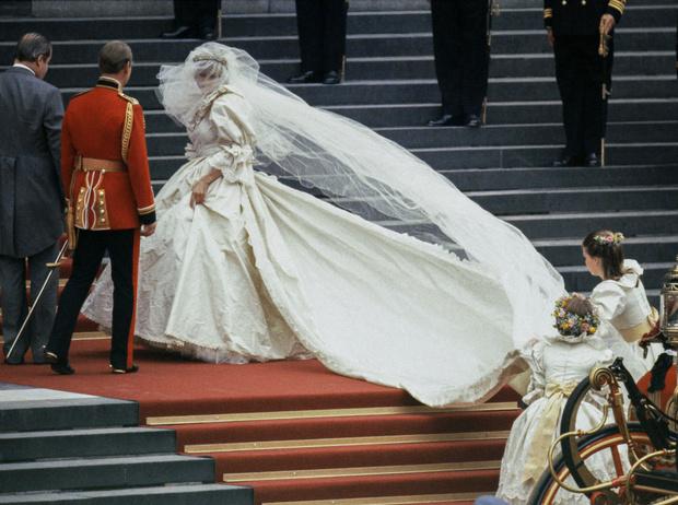 Фото №1 - Дурной знак: какой конфуз случился с принцессой Дианой на ее свадьбе