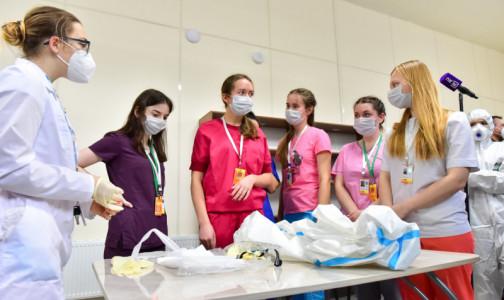 Фото №1 - 10 млрд могут выделить для выплат волонтерам, помогающим в борьбе с COVID-19