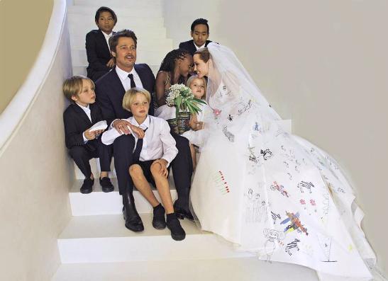 Фото №1 - Топ-10: Самые красивые свадебные платья звезд