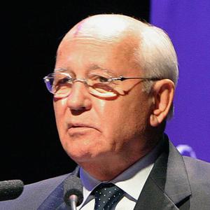 Фото №1 - Буш наградил Горбачева