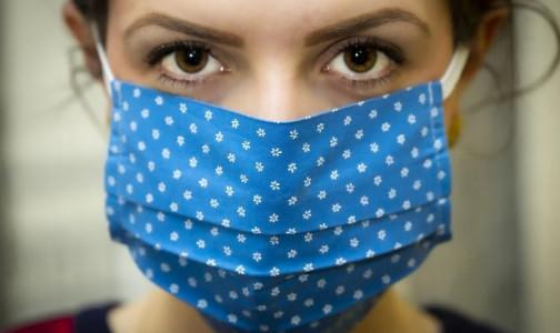Фото №1 - Можно ли ходить без маски привитым от коронавируса? Директор Центра им. Гамалеи и глава Минздрава разошлись во мнении