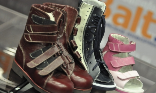 Фото №1 - Врачи: отечественная ортопедическая обувь для детей бесполезна