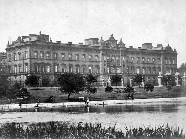Фото №3 - Почему Елизавета II станет последним монархом, жившим в Букингемском дворце