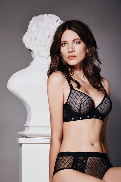 Фото №2 - Это что-то: Новая рекламная кампания сети магазинов женского белья «Бюстье»