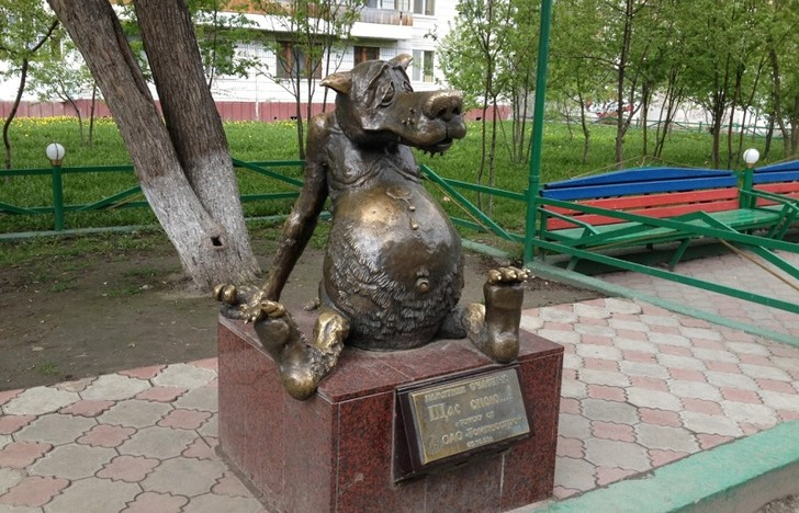 Фото №1 - Составлен список самых оригинальных российских памятников