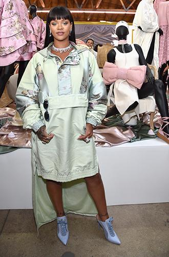 Фото №17 - Это слишком: как Рианна «помешалась» на одежде oversize