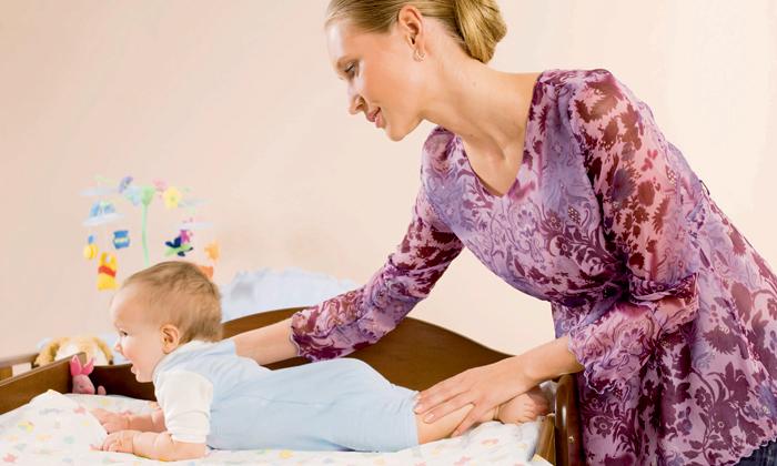Учим малыша переворачиваться на животик: 6 этапов