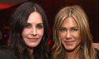 Дженнифер Энистон и Кортни Кокс сделали селфи, на котором они выглядят сестрами