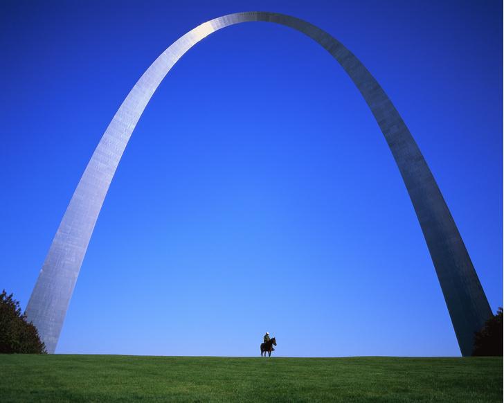 Фото №2 - Невероятно масштабно и просто для красоты: огромные монументы и сооружения, не несущие практического смысла