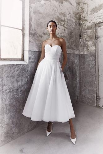 Фото №3 - От классики до экспериментов: 6 главных трендов свадебной моды в 2021 году