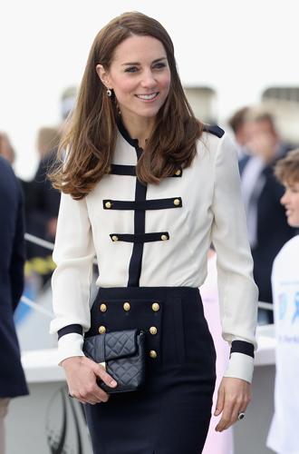 Фото №10 - Королевский дресс-код: любимые сумки герцогини Кембриджской
