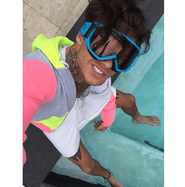 Фото №21 - Звездный Instagram: Отвисаем у бассейна