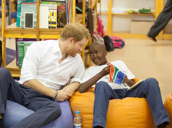 Фото №8 - 25 фотодоказательств, что принц Гарри будет отличным отцом