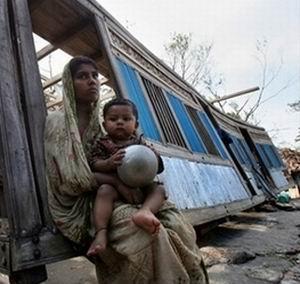 Фото №1 - Число жертв циклона в Бангладеш выросло до 3 тыс.