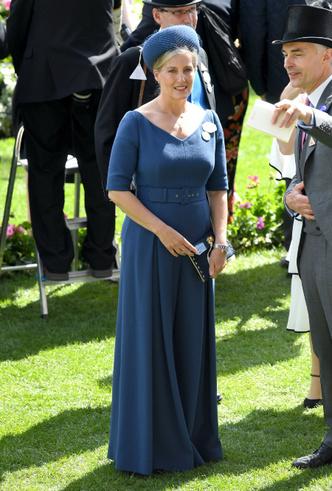 Фото №10 - Королевская палитра: как монаршие особы носят синий цвет