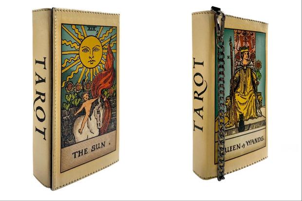 Фото №1 - Крупным планом: клатч Golubka x Allchimia в виде карт Таро