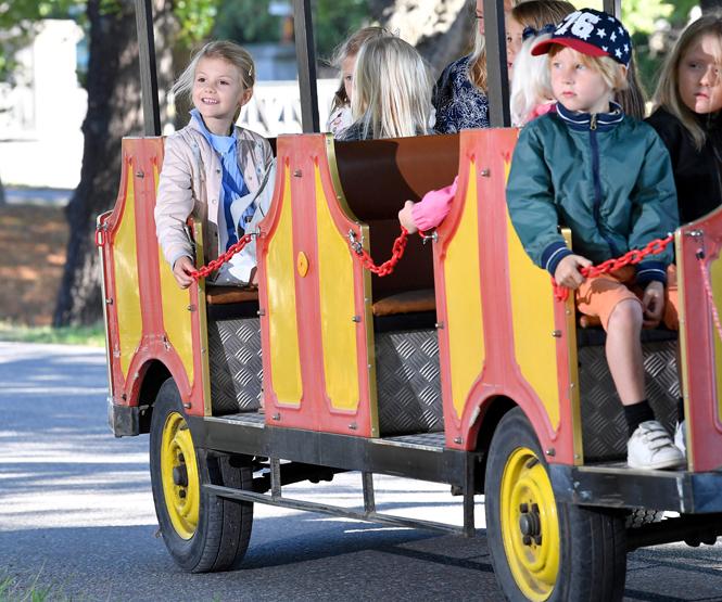 Фото №4 - Как принцесса Эстель провела свой первый день в школе