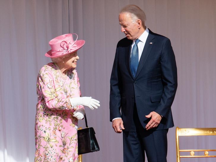 Фото №5 - 7 строгих правил, которые должен помнить каждый, кто лично встречается с Королевой