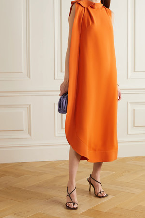 Фото №40 - Пайетки, вырезы и яркие цвета: самые модные наряды для выпускного-2021