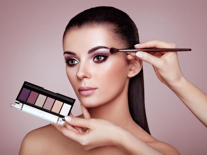 Фото №1 - Как подобрать макияж по форме и разрезу глаз: советы визажиста