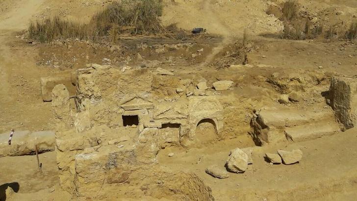 Фото №1 - В Египте обнаружен древний храм