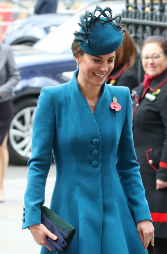 Фото №4 - Принц Гарри неожиданно появился на службе с Кейт (и дал новый повод для обсуждений)