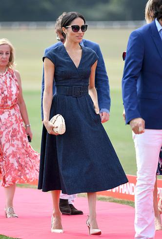 Фото №2 - 10 восхитительных джинсовых платьев, как у Меган Маркл и королевы Летиции