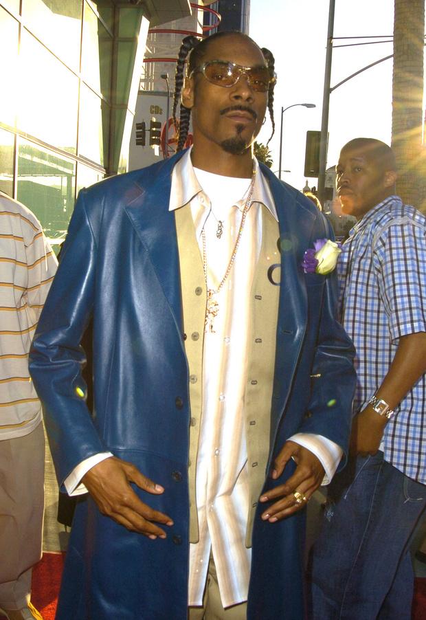 Фото №8 - Золотые цепи, цветные шубы и спортивные костюмы: Снуп Догг и его лучшие образы