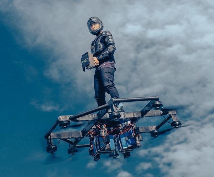 Фото №1 - Филиппинец совершил рекордный полет на самодельном ховерборде