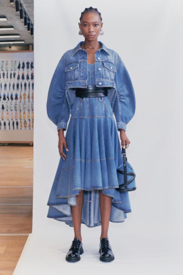 Фото №7 - Эти три джинсовых платья будут в моде летом 2021