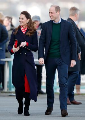Фото №15 - Теплый прием: как герцогиня Кейт носит шарфы