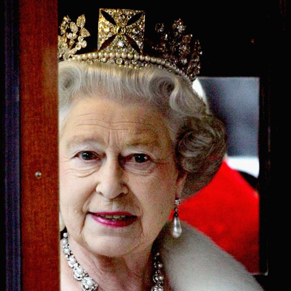 Фото №9 - Что в королевской косметичке: любимые бьюти-средства Елизаветы II