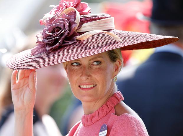Фото №2 - Софи Уэссекская: как стать любимой невесткой Елизаветы II и иконой стиля одновременно